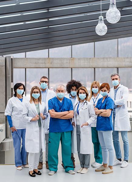 Ärzte mit Atemschutzmasken